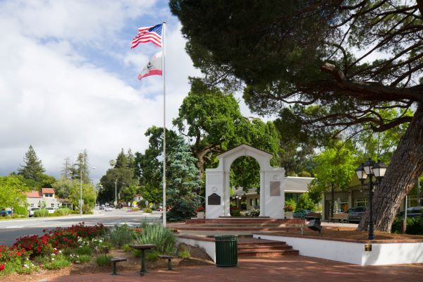 Memorial Arch Saratoga California 600